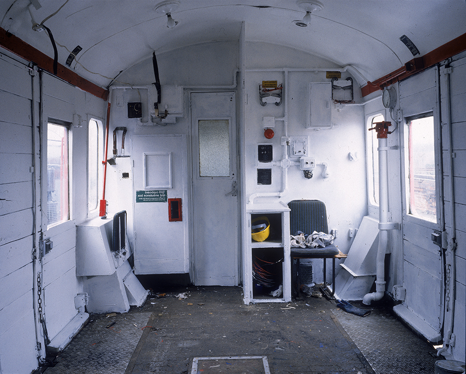 23White_Train_interior